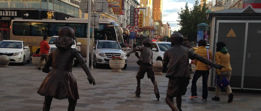 Bronze statues of skaters really look like they are moving - quickly!
