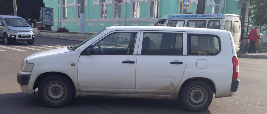 A car is parked in the middle of the road, in Chita.