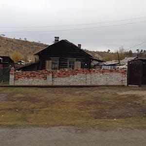 Wall art outside a home on Sovetskaya Ulitsa.