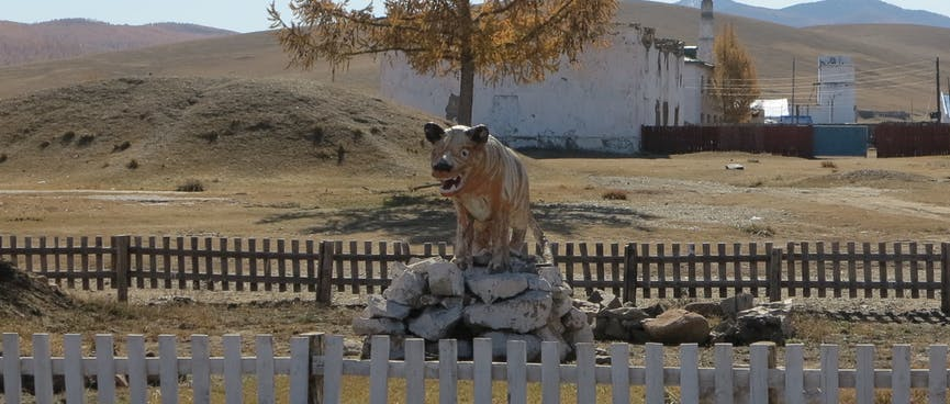 A menacing statue of a white wolf.
